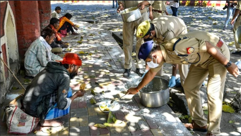 india police feeds poor